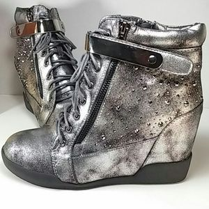 🆕 Silver Grey Laced Zippered Ankle Boot sz 8.5